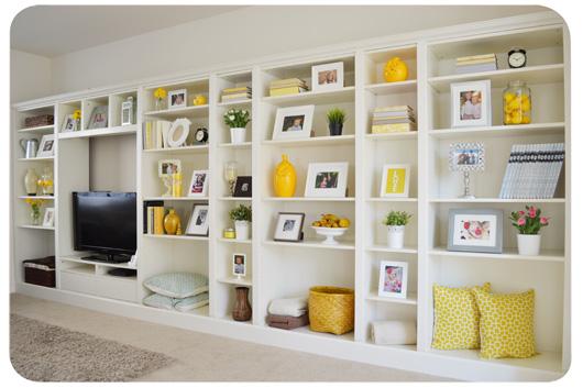 Una libreria in muratura? No, questa è costruita con Billy di IKEA.