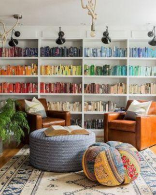 Libri disposti per colore. by Hudson Interior Design