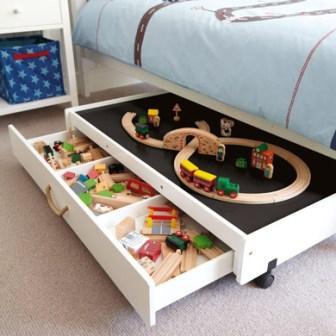 Cassetto scorrevole sotto letto con piano gioco di Great Little
