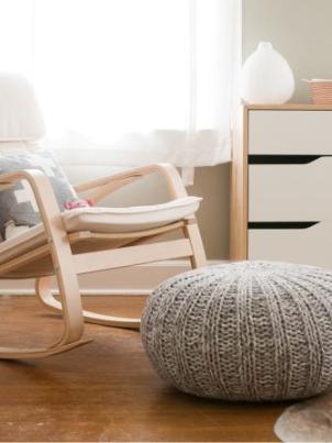 Poltrona a dondolo Poang Ikea. Foto di The Clever Bunny