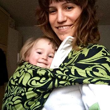 Maddalena con Cecilia in pouch sling