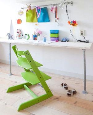 Fai da te industrial chic. La sedia colorata crea il giusto contrasto. Photo by by Jennifer McCarthy