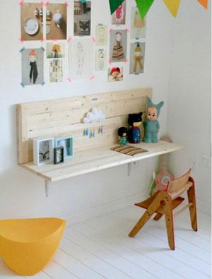 Il design costa troppo? Assi di legno, reggimensola ed il gioco è fatto. http://www.apartmenttherapy.com/kenzies-fresh-and-fabulous-room-kids-room-tour-164701