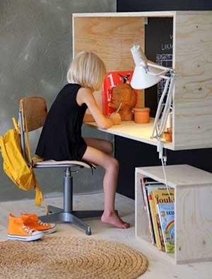 La bellezza della semplicità: Scrivania mensola in legno di betulla. Plywood Writing Desk by Finnish architect Takkunen http://saunapihalle.fi/luona-in/