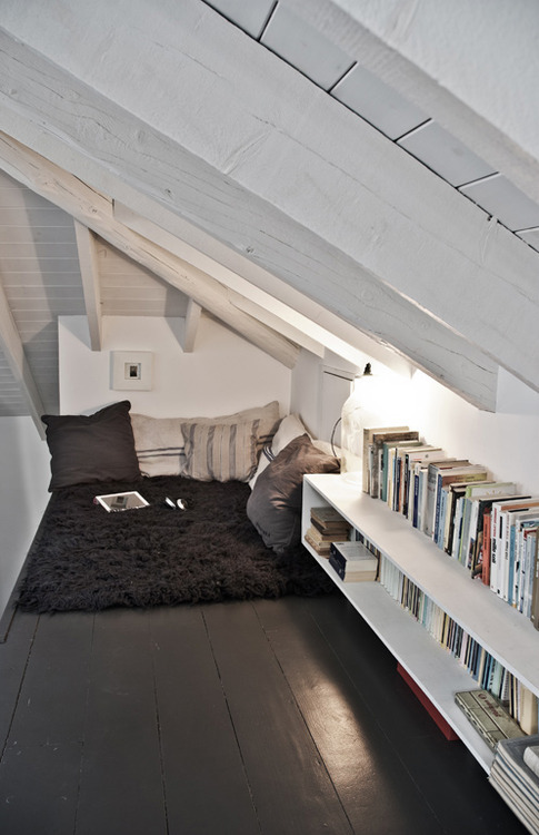reading-nook-under-stairs