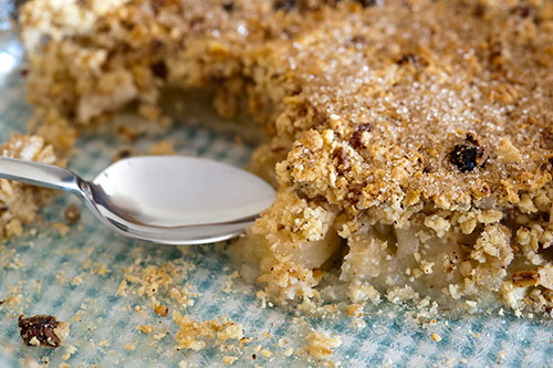 Apple crumble by freefoodphotos.com
